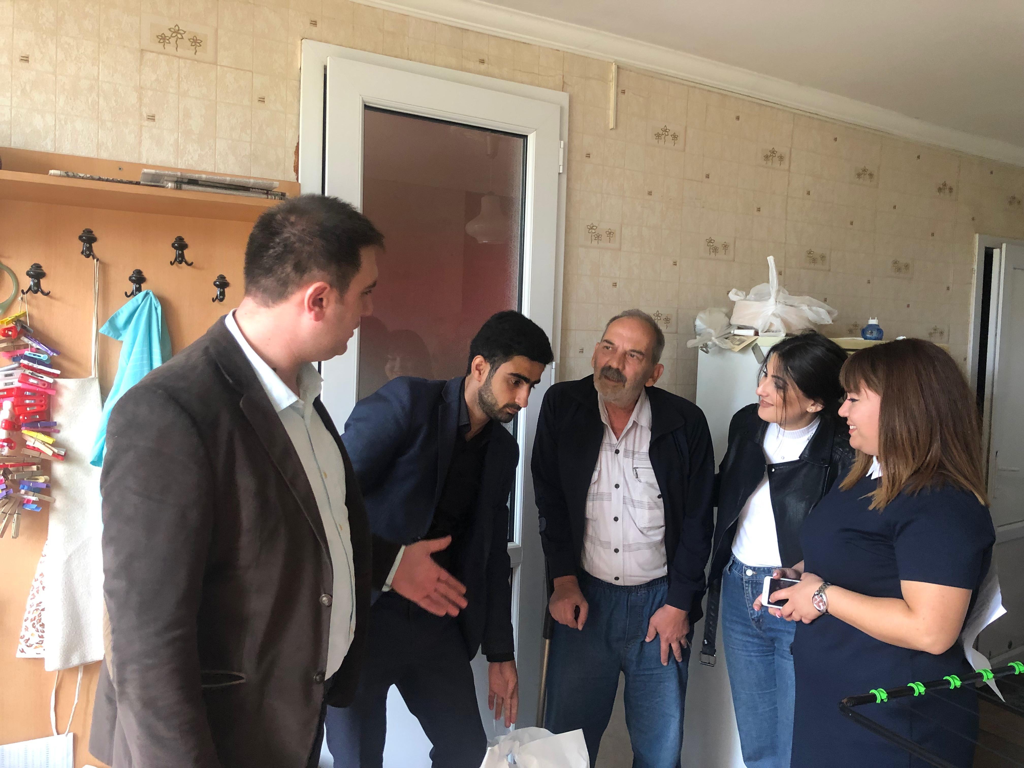 YAP Suraxanı rayon təşkilatı Beynəlxalq Ahıllar Günü münasibətilə sosial aksiya keçirib